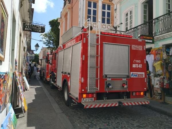 CBMBA atua no combate ao incêndio na Ladeira do Taboão