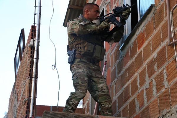 COE captura dois gerentes do tráfico em Vila de Abrantes