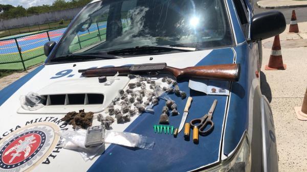Quarteto é flagrado com armas e drogas em Paripe