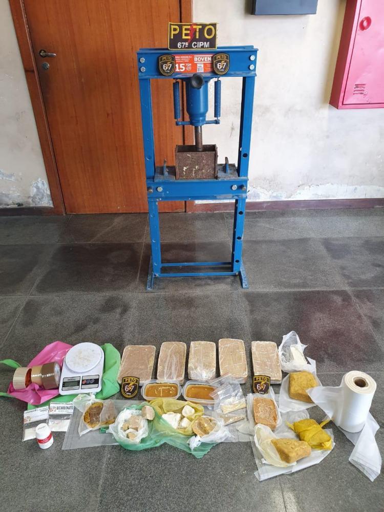 Guarnição da 67ª CIPM Desarticula Laboratório de Entorpecentes no Bairro Campo Limpo