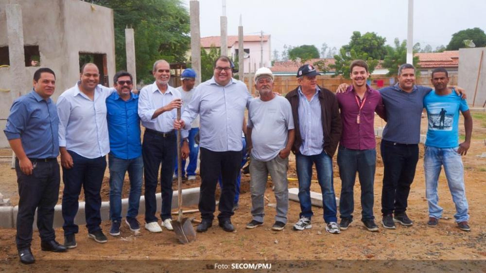 Prefeito de Jequié realiza visitas técnicas em obras do município