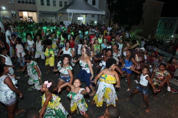 Largos do Pelourinho recebem ensaios de blocos afros a preços populares neste verão