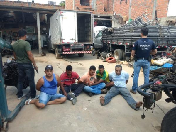 Quinteto roubava e adulterava veículos em Jequié
