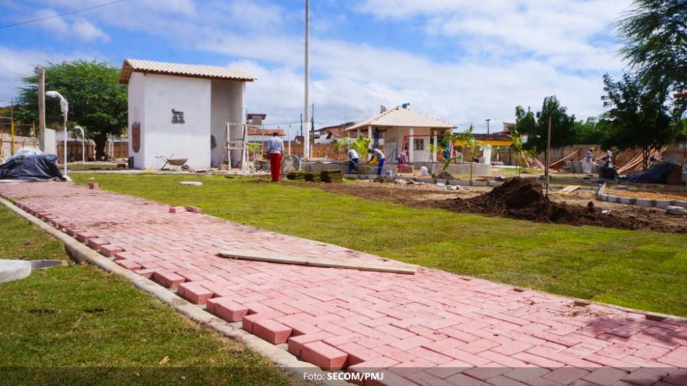 Obras de construção da Praça do Bolo próximas da conclusão