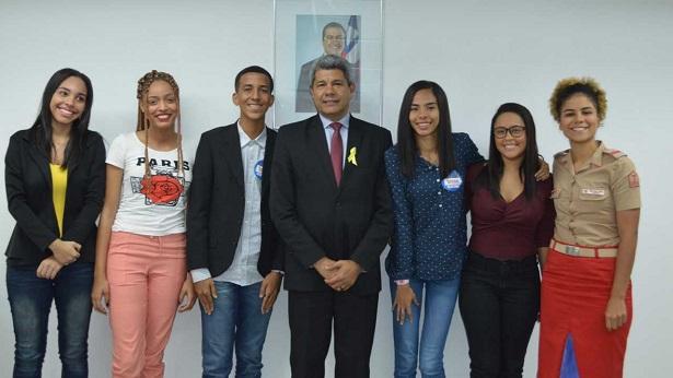 Estudantes da rede estadual tomarão posse como deputados federais no Parlamento Jovem Brasileiro