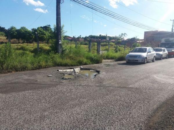 Prefeitura vai recuperar trecho da avenida Sérgio Carneiro que causa problemas a motoristas