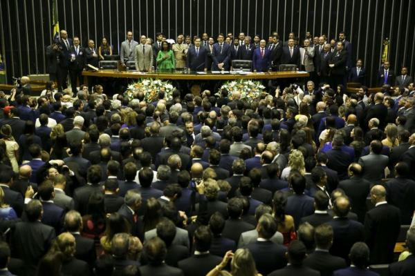 Partidos formalizam três blocos parlamentares na Câmara