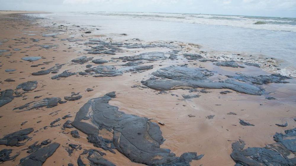 Óleo nas praias: Governo do Estado e Marinha unem esforços