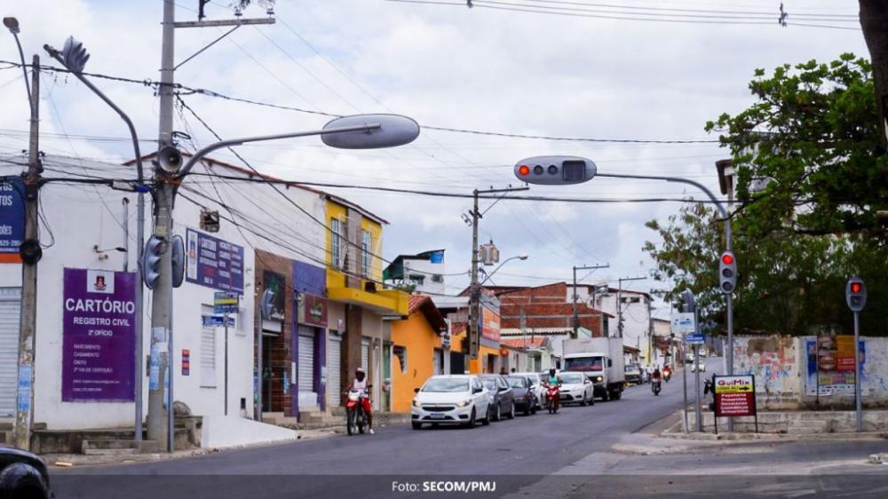 São instalados novos semáforos no Jequiezinho pela Prefeitura de Jequié