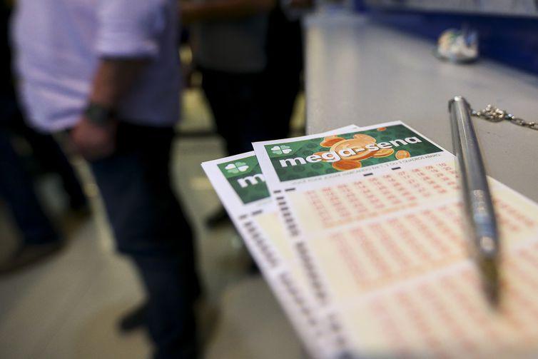 Apostadores podem fazer seus jogos até as 19h (horário de Brasília) do dia do sorteio - Marcelo Camargo/Agência Brasil