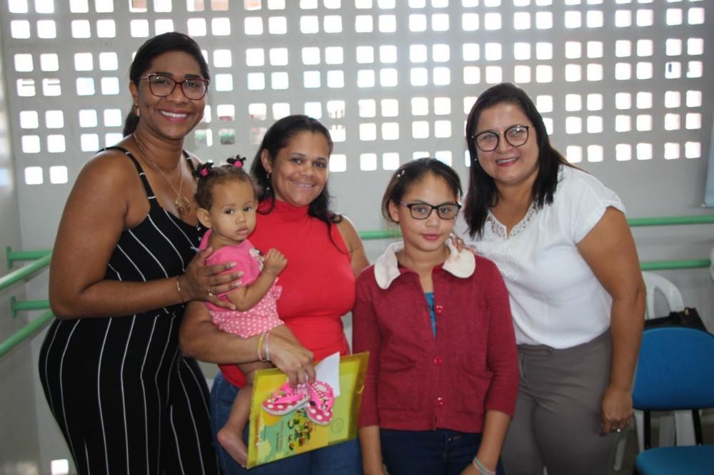 Secretaria de Saúde realiza entrega de óculos a estudantes da Rede Municipal