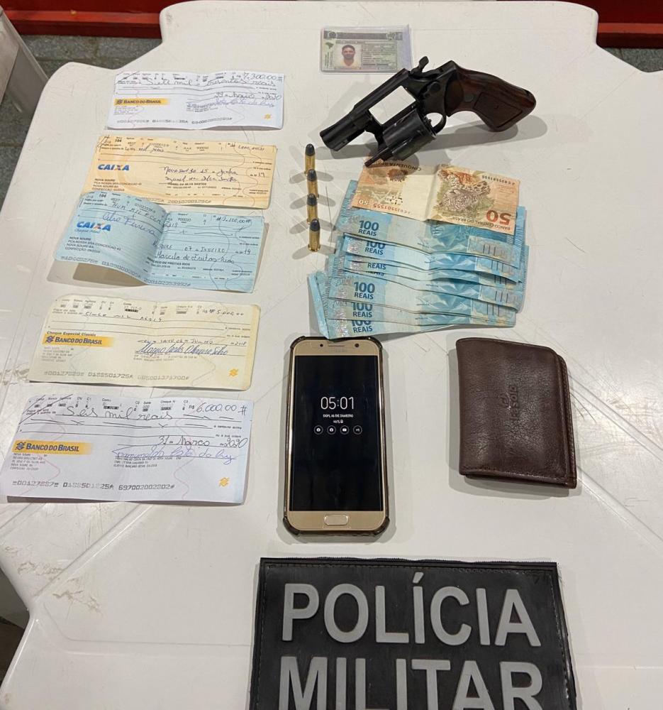 Duas armas apreendidas em menos de 24 horas no interior